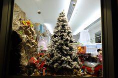Punto vendita #Oristano #iobimbosardegna #natale #negozi #allestimento #alberonatale