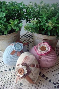 crochet decoration on Easter eggs - delicate & beautiful
