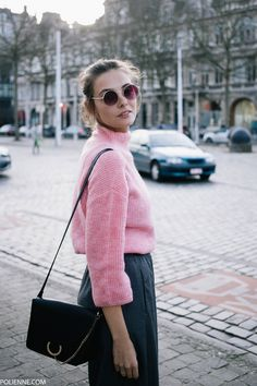 POLIENNE by Paulien Riemis | wearing a VILA knit, WEEKDAY trousers, VANS sneakers, KOMONO sunglasses in Antwerp, Belgium