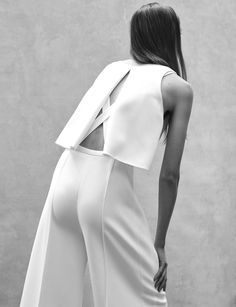 Narciso Rodriguez Resort 2016 Runway - OUR 5 FAVES - instant classics for a timeless travel wardrobe. Visit us at www.thechictravelclub.com Join us at www.facebook.com/thechictravelclub
