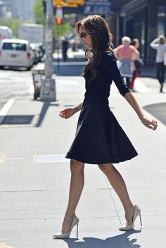 Victoria Beckham STREET STYLE: navy fit and flare with very lady like heels. Loving and preppy classifieds. - Total Street Style Looks And Fashion Outfit Ideas Mode Chic, Mode Style, Look Fashion, Fashion Beauty, Womens Fashion, Fashion Coat, Street Fashion, Fashion Trends, Fashion Idol