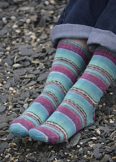 Basic sock pattern designed by Nicolette Kernohan to fit shoe sizes UK 2 to 6, EU 35 to 39 and US 4 to 8 using 4 ply sock yarn such as Opal, Regia and Lang.