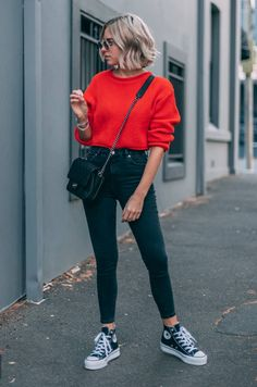 The Street Style Guide to Winter Sweater Outfits Sweaters Outfits, Winter Sweater Outfits, Winter Fashion Outfits, Spring Outfits, Red Sweater Outfit, Red Top Outfit, Yellow Sweater, Spring 2018 Fashion Trends, Outfit Winter