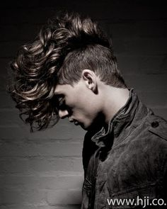 Check Out 20 Mohawk Hairstyles For Men. The Mohawk or Mohican hairstyle is a one of the coolest hairstyles for men in which the hair on two sides of the head are shaven all the way up, leaving a strip of longer hair in the middle. Funky Haircuts, Haircuts For Men, Long Haircuts, Hair And Beard Styles, Curly Hair Styles, Mens Hairdresser, Mohawk Hairstyles Men, Hairstyle Men, Men's Hairstyles
