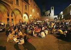 Yeah, this is where vwe hang around.. Bologna, Piazza Verdi