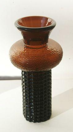 Vase fra Magnor glassverk. Høyde 22,5 cm. Glass Vase, Retro, Home Decor, Decoration Home, Room Decor, Rustic, Interior Design, Home Interiors, Mid Century