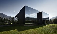 The Mirror Houses are a pair of holiday homes, set in the marvellous surroundings of the South Tyrolean Dolomites, amidst a beautiful scenery of appletrees, just outside the city of Bolzano. They were designed by Peter Pichler Architecture