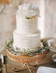 Photography: Love Is A Big Deal | Rentals: 12th Table | Florals: Caroline Jones Floral Design | Cake: Dulce Desserts