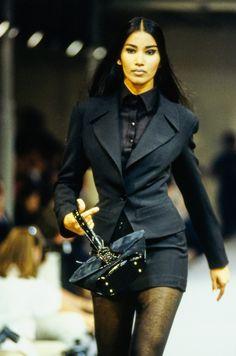 Alaïa Fall 1990 Ready-to-Wear Fashion Show - Azzedine Alaïa Fall 1990 Ready-to-Wear Collection – Vogue - Haute Couture Style, Couture Mode, Couture Fashion, Runway Fashion, Fashion Models, High Fashion, Fashion Show, Fashion Outfits, Fashion Design