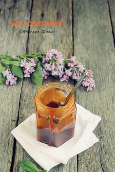 Sos caramel | Pasiune pentru bucatarie | 200 g zahar, 70 g unt, 150 ml smantana pentru fisca(30 %grasime)