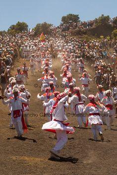 Bajada Virgen de Los Reyes. El Hierro 2013 by Juancho Garcia http://juanchogarcia.com/reportajes-2/fiestas-y-tradiciones/bajada-de-la-virgen-de-los-reyes-el-hierro-2013/
