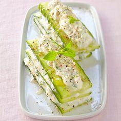 Découvrez la recette Millefeuille au concombre, à la brousse et au miel sur cuisineactuelle.fr.