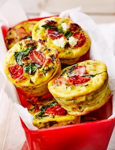 On-the-move low-carb 'muffins': if you think you don't have time for breakfast, think again! Make a batch of these at the weekend and grab one each morning for breakfast the next week! How To Make Breakfast, Low Carb Breakfast, Breakfast Recipes, Breakfast Picnic, Low Car Recipes, Cooking Recipes, Atkins Recipes, Egg Recipes, Kitchen Recipes