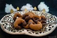 Nougatkipferl Keks Dessert, Christmas Treats, Biscotti, Dog Food Recipes, Cereal, Xmas, Sweets, 1 Advent, Vegetables