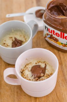 Nutella Pecan mug cake. When you crave a sweet snack but want to avoid the seduction of a whole cake or a dozen chocolate chip cookies, the one-off mug cake is your best friend. Mug Cake Microwave, Microwave Recipes, Oatmeal Recipes, Microwave Oatmeal, Mug Cake Micro Onde, Mug Cake Rezept, Vegan Mug Cakes, Nutella Mug Cake, Dessert Cake Recipes