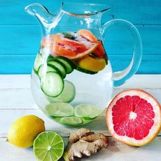 Add these ingredients to your water its tasty its healthy and it detoxes the body.  #detox#healthy#water#food#f4f#fitness#fruit