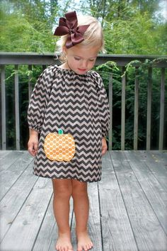 our ever-popular brown tonal chevron dress with offset pumpkin applique GREAT FOR FALL toddler-girls long sleeve brown chevron dress with orange pumpkin applique- My Little Girl, My Baby Girl, Baby Girls, Fashion Kids, Toddler Fashion, Fashion Usa, Style Fashion, Chevron Dress, Baby Chevron