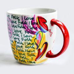 KUBEK RĘCZNIE MALOWANY I LOVE FOLK STRYCHOWISKO . CERAMIKA Porcelanowy kubek, malowany ręcznie farbami do tego celu przeznaczonymi. Utwardzony termicznie, odporny na zmywanie. Wymiary: wysokość 9,5 cm, pojemność 250 ml.