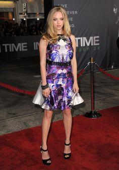 Amanda Seyfried wears Beautiful and Sexy Purple and White Dress.