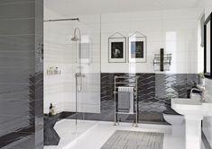 Глянец в интерьере ванной с использованием металлического бордюра для плитки. Применяя бордюр для плитки, можно акцентировать внимание на некоторых зонах в помещении, например, выделить ниши. Чтобы добиться этого, можно использовать горизонтальные и вертикальные грани. #интерьер#бордюр#студия#апартаменты#designs#apartments#bathroom Bathtub, Mirror, Bathroom, Furniture, Home Decor, Standing Bath, Washroom, Bathtubs, Decoration Home