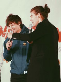 Harry and Louis Larry Stylinson, Harry Styles, Harry Edward Styles, Louis Tomilson, Larry Shippers, Harry 1d, Louis And Harry, 1d And 5sos, Best Couple