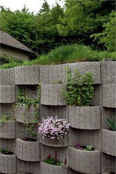pflanzringe-beton-setzen-gartengestaltung-grau-wellen-gewölbt-ordnung-stützmauer