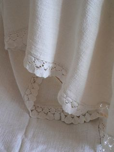 Would love to add detailing like this to all the tablecloths I make. Would add weight to them too.
