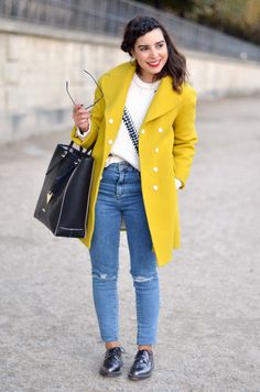 http://www.helloitsvalentine.fr/1124079/yellow-brick-road-2/ - Yellow bright coat / Manteau jaune soleil