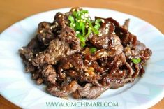 Korean Beef BBQ - Bulgogi I need to try this! The author noted that she made bulgogi and used red wine instead of the rice wine, light brown sugar instead of white and added a swirl of diet coke. Honey Recipes, Asian Recipes, Beef Recipes, Cooking Recipes, Easy Recipes, Korean Bbq Beef, Korean Food, Korean Bulgogi, Asia Food