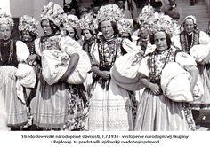 Rejdova, Slovakia Folk Costume, Costumes, Folklore, Statue, Life, Art, Art Background, Dress Up Clothes, Fancy Dress