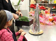 www.rustica.fr - Fabriquer un sapin en bonbons pour Noël - Choisir sa structure et la recouvrir