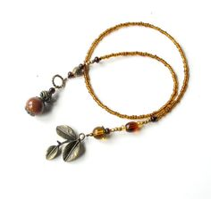 """Beaded even for the inside part. Interesting to call it a book """"thong"""". Wire Jewelry, Beaded Jewelry, Beaded Bracelets, Wire Crafts, Jewelry Crafts, Wire Bookmarks, Homemade Bookmarks, American Girl Accessories, Bottle Cap Crafts"""