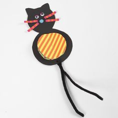 Hanging Card Cat Decorations with colourful Tummies and Pipe Cleaner Tails Diy And Crafts, Crafts For Kids, Paper Crafts, Cat Decor, Chenille, Hallows Eve, Cat Toys, Bunt, Projects To Try