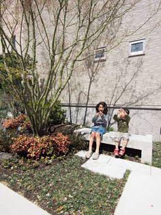 外部ベンチ: SQOOL一級建築士事務所が手掛けた庭です。