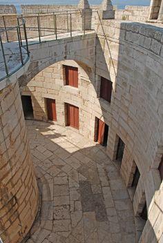 Farol do Bugio, Forte de S. Lourenço da Cabeça Seca na foz do rio Tejo, Portugal. Classificado como imóvel de interesse público em 1957 pelo seu valor histórico e cultural.