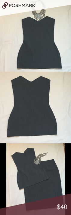 Romeo Gigli Strapless Top Pull on, close fit, unlined top. Wear it over a tee or button down shirt to make an edgy work appropriate outfit. Made in Italy. Size IT 42. Shown here with an Elie Tahari pencil skirt, available separately. 48% linen 25% lycra 27% nylon Romeo Gigli Tops