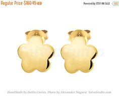 Solid 14k Gold Tiny Flower Studs Earrings-Flower gold Earrings-gold flower post Earrings-Studs Gold Post Earrings-Minimalist
