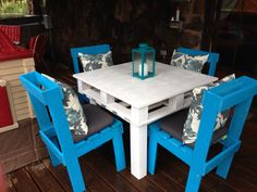 www.thevintageatticjenks.com Outdoor pallet table!