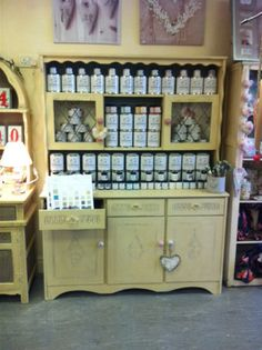 We sell autentico vintage chalk paint :)
