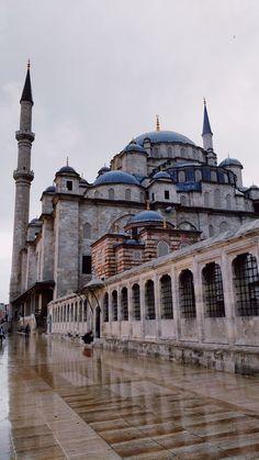 Mecca Wallpaper, Islamic Quotes Wallpaper, Mosque Architecture, Art And Architecture, Beautiful Mosques, Beautiful Buildings, Mekka Islam, Mekkah, Hagia Sophia