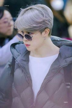 Find images and videos about kpop, bts and jimin on We Heart It - the app to get lost in what you love. Park Ji Min, Bts Jimin, Bts Taehyung, Bts Bangtan Boy, Jimin Hot, Jikook, Busan, Foto Bts, Seokjin