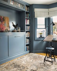 NARROW-MINDED In a San Francisco home office, a center rail breaks up the expanse of cabinets (above) that frequently gives away the presence of a Murphy bed. Designer Jennifer Jones, of Niche Interio Murphy Bed Office, Murphy Bed Desk, Best Murphy Bed, Murphy Bed Plans, Office Bed, Custom Furniture, Bedroom Furniture, Furniture Design, Furniture Sketches