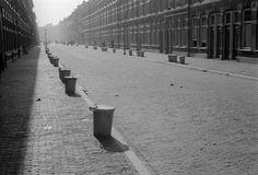 Vuilnisbakken aan de straat Den Haag (1936-1941)