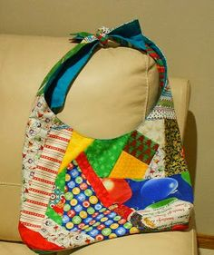 Val Spiers Sews Christmas hobo bag using the pattern and tutorial from La Te Da Kids. Link in the blog post.