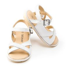 Kids' cross over leather sandals in white   hardtofind.