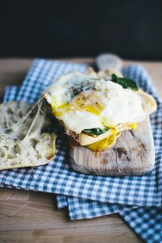 "intensefoodcravings: ""Egg, Arugula and Provolone Sandwich Egg Recipes, Cooking Recipes, Sandwiches, Vegetarian Recipes, Healthy Recipes, How To Cook Eggs, Food Cravings, Vegetable Dishes, Creative Food"