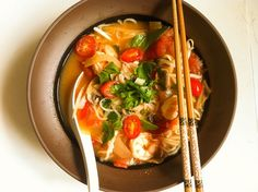 Vietnamese pho noodles in Thai spicy and sour soup with shrimp, mushrooms, and refreshing basil, a quick and easy recipe for a cold dreary day. Vietnamese pho + Thai Tom Yum = Pho Thai This Vietnamese and Thai fusion noodle. Thai Recipes, Seafood Recipes, Asian Recipes, Soup Recipes, Cooking Recipes, Asian Foods, Cooking Ideas, Pho Thai, Kitchens