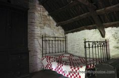 Old Irish cottage interior - the beds were really lumpy with a hollow in the middle as you can see. Irish Cottage, Old Cottage, Forest Cottage, English Cottage Interiors, Bedroom Scene, Old Irish, Farmhouse Interior, Old Houses, Emerald Isle