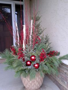 Holiday container garden by Garden Stories Outdoor Christmas Planters, Christmas Urns, Outside Christmas Decorations, Christmas Greenery, Christmas Projects, Christmas Wreaths, Christmas Flower Arrangements, Christmas Centerpieces, Diy Weihnachten