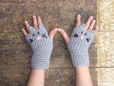Items similar to Mouse fingerless gloves, wrist warmers. One size fits all. on Etsy - Crochet to make Gaga proud =) - Crochet Gloves Pattern, Crochet Patterns, Crochet Crafts, Crochet Projects, Crochet Hand Warmers, Crochet Baby, Knit Crochet, Crochet Winter, Crochet Accessories